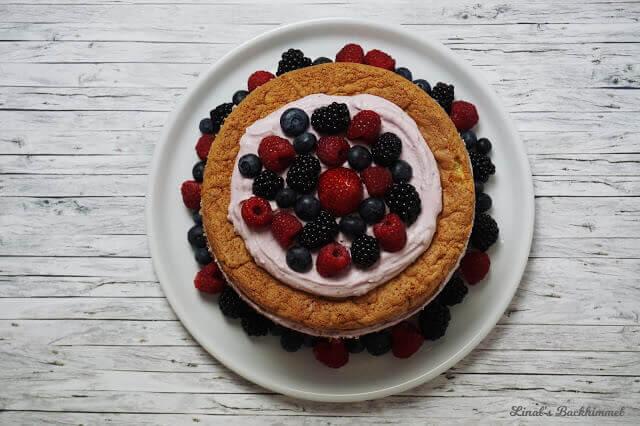 Zitronen-Beeren-Torte