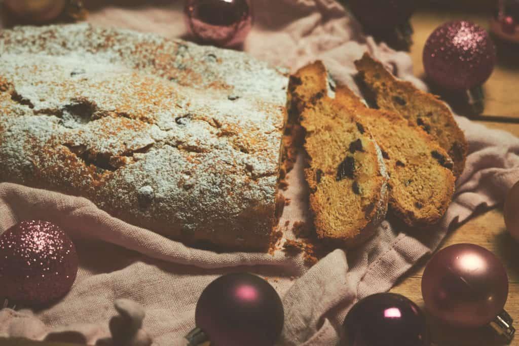 Weihnachtlicher Beerenstollen