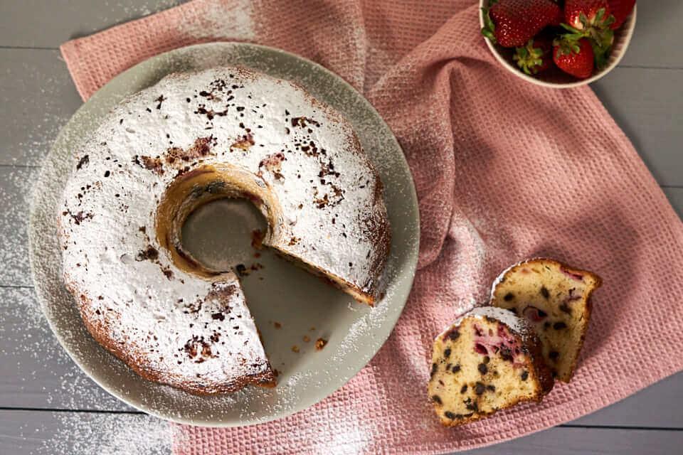 Erdbeer-Ricotta-Gugelhupf
