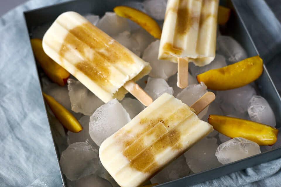 Schnell gemachte Nektarinen-Joghurt-Popsicles - perfekt für den Sommer