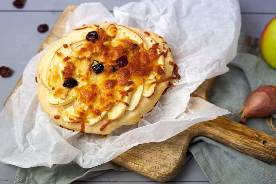 Apfel-Kirsch-Pizza