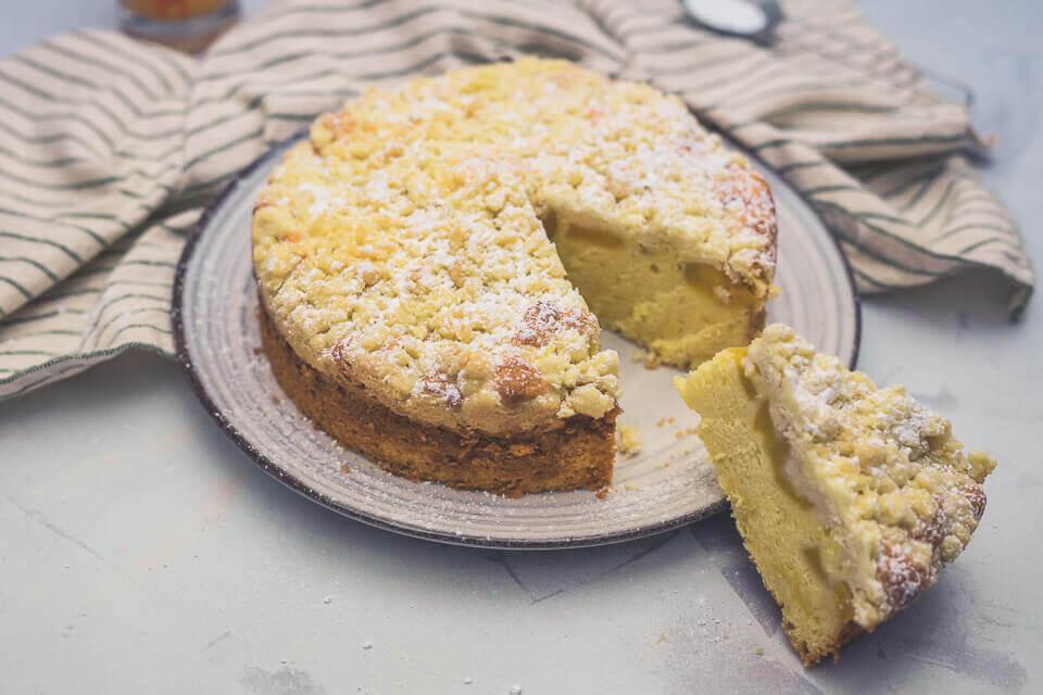 Pfirsich-Eierlikörkuchen mit Streuseln